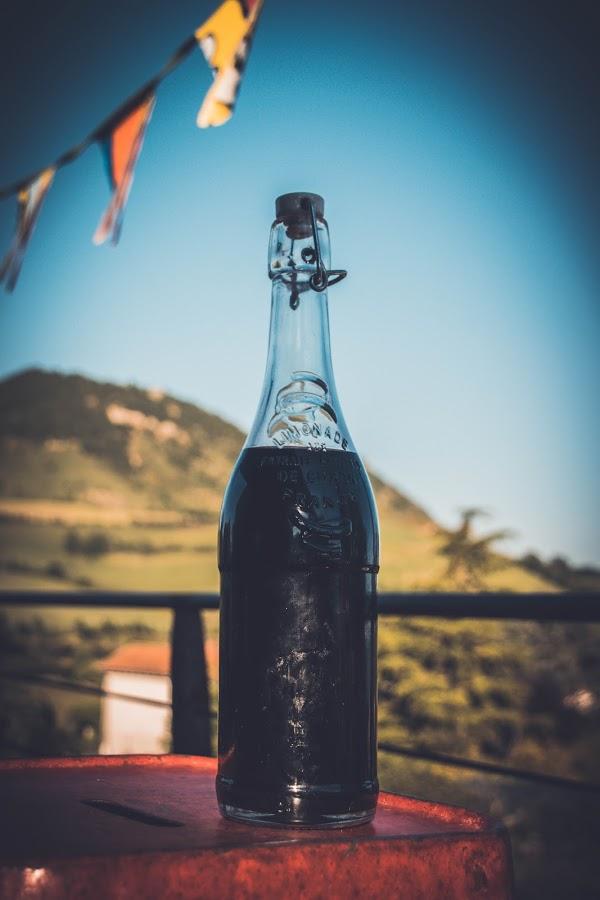 bouteille de sirop de coquelicot sauvage